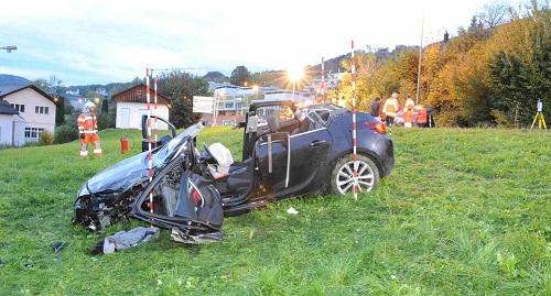 Drei 'Regio'-Rettungsteams und ein 'Regio'-Notarzt für einen Unfall