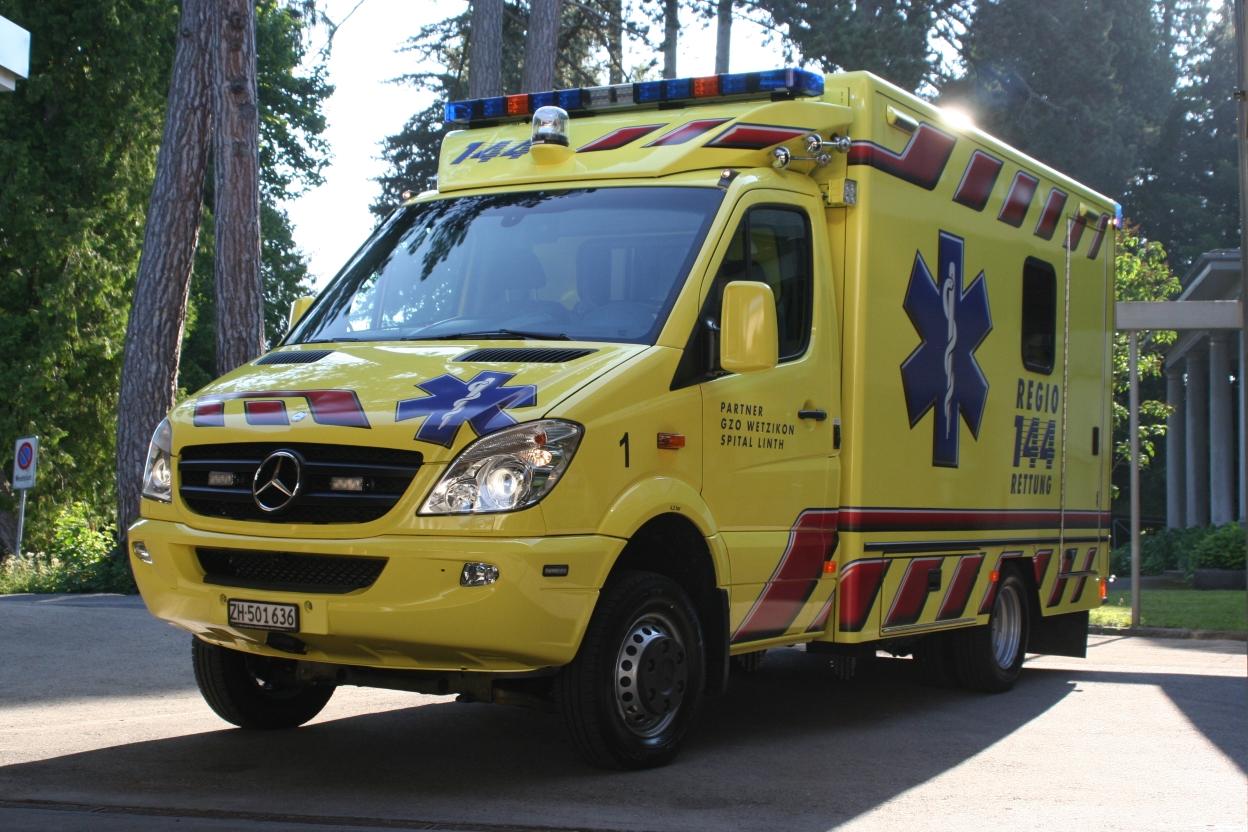 Einen Rettungswagen der Regio 144 AG einmal aus der Nähe betrachten und seine Ausrüstung kennenlernen: das kann man an der Gommiswalder Gewebeschau.